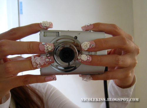 pretty nails and camera