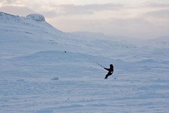 Haukeli (TrulsHE) Tags: winter white snow kite cold norway norge vinter cloudy kiting dnt sn kiteskiing haukeli snowkiting kaldt hvitt overskyet fjellstue haukeliseter turistforeningen