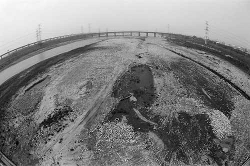 16 mm fisheye, f/8, 1/1000, 0. Film: Kodak 400 TMax (分裝). 後製: Black +19.