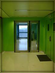 Oh la belle verte ! - The green place (Zinaida Beaumont (lot of work at the office)) Tags: paris france green window frankreich university universit corridor vert grn fentre couloir jussieu rl professeur paillasson parisvi universitpierreetmariecurie machinecaf fontaineeau btimenta hervleguyader