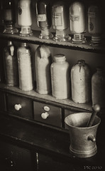 Art Nouveau  Drugstore (Petra Rettberg PhotoWerkStadt) Tags: photo petra stadt rettberg werk memoria imago blickwinkel alltgliches aufnahmewinkel photowerkstadt