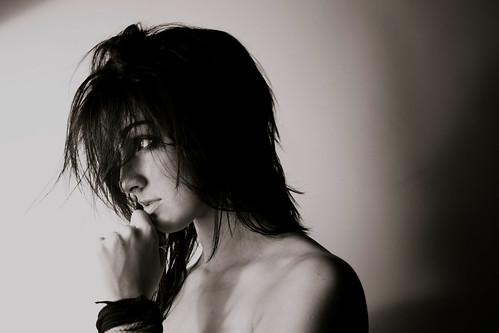 フリー画像| 人物写真| 女性ポートレイト| 白人女性| 横顔| モノクロ写真|      フリー素材|
