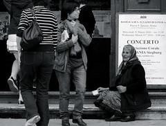 Caridad (No tengo suelto)/Charity(I dont have change) (Joe Lomas) Tags: street leica urban italy roma italia candid homeless poor reality streetphoto urbano pobre crisis mendigo lastima beggars alms pobreza urbanphoto realidad sintecho callejero poorness limosna robados realphoto indigence limosnero fotourbana fotoenlacalle fotoreal photostakenwithaleica leicaphoto