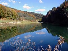 Recuerdos del verano // Summer memories (Leire Montero) Tags: trees naturaleza mountain lake reflection landscape lago arboles paz paisaje nubes reflejo campo montaña pirineos lleida tranquilidad