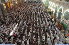 زوار ابي عبدالله الحسين عليه السلام يؤدون صلاة الجمعة في الصحن الحسيني الشريف1