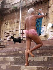 Washing 1.6 (amiableguyforyou) Tags: india men up river underwear varanasi bathing dhoti oldmen ganges banaras benaras suriya mundu uttarpradesh ritualbath hindus panche bathingghats ritualbathing langoti dhotar langota