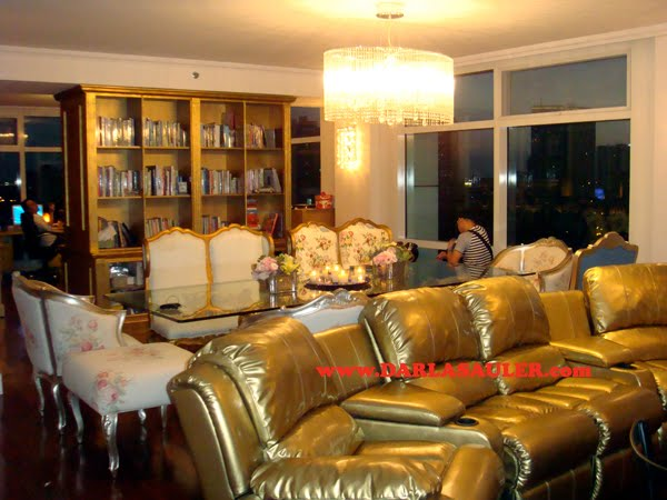 In October 2004, PEP featured Kris Aquino's colorful penthouse, before