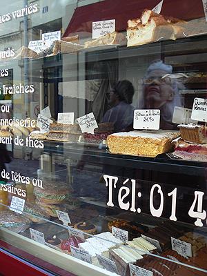gâteaux en vitrine.jpg