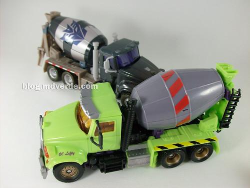 Transformers Mixmaster RotF Voyager (G1 deco)  vs Mixmaster (RotF deco) - modo alterno