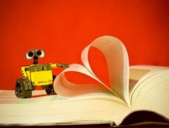 Los libros (Alfonsina Blyde ) Tags: color cute love book rojo colorful heart amor libro books 365 libros corazn colorido walle april23 dadellibro worldbookday querer 23deabril