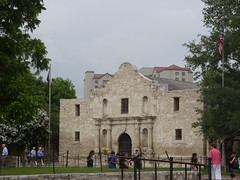 San Antonio,Texas (Spalaywitheepi) Tags: trees green san texas tourists antonio alamo