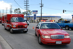 LOS ANGELES FIRE DEPARTMENT (LAFD) RESCUE AMBULANCE 107 & FORD CROWN VICTORIA EMS 15 (Navymailman) Tags: city rescue ford fire lights la los angeles lafd ambulance ra department siren fd crownvictoria crownvic losangelesfiredepartment code3 losangelescityfiredepartment rescueambulance