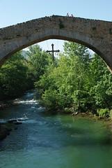 Cangas de Onis (Asturies/Espagne) (PierreG_09) Tags: espaa spain asturias pont espagne asturies cangasdeonis pontromain pontroman croixasturienne