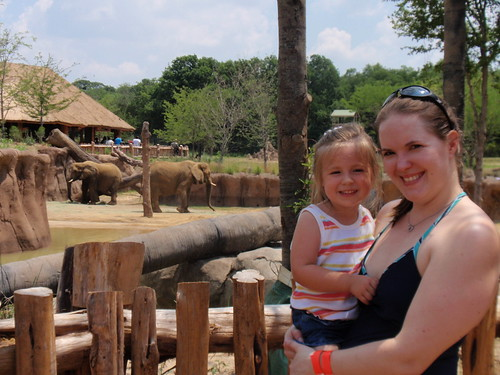 Mommy and Laci by the elephants (2)