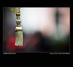 Floja y pendulona (Chema Concellon) Tags: espaa detalle spain europa europe dof colores valladolid ritual 2009 semanasanta dorado tradicin castilla celebracin procesin rito hollyweek juevessanto castillaylen religin borla 50v5f floja devocin cofrada 100vistas vacrucis hermandaduniversitaria chemaconcelln desenfoqueselectivo pendulona