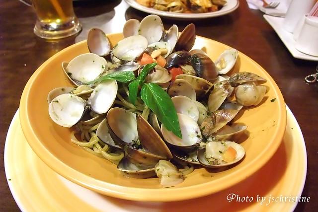 青醬松子蛤蜊義大利麵