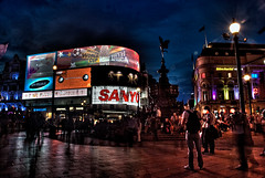 Picadilly Circus (Bichro) Tags: london night photography tripod warehouse gb picadillycircus bp kylieminogue d80 nikond80 bichro london2010 machintrucbe dirtywarehouse