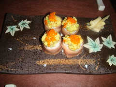 Sushi de anchoas rellenas de aguacate
