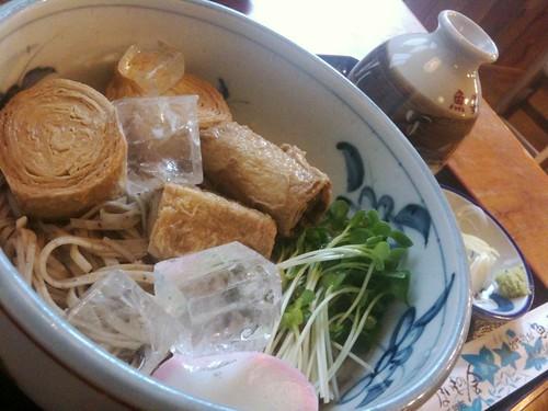 #hirusake 日光の魚要で冷たいゆばそば頼んで冷酒呑んでる!