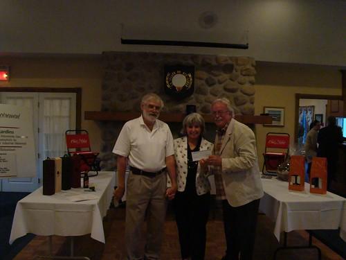 Remise d'un chèque de 4 000 $ à la campagne Centraide des employés Molson Coors lors du tournoi de golf des Ex