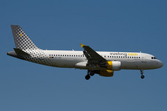 EC-JZQ - 992 - Vueling Airlines - Airbus A320-214 - 100617 - Heathrow - Steven Gray - IMG_5353