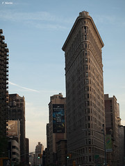 FLAT IRON (Silencio3) Tags: york usa edificios gente no nueva parar singulares