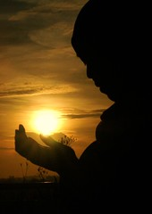 Let's raise our hands and make Du'a like the Prophet thought us