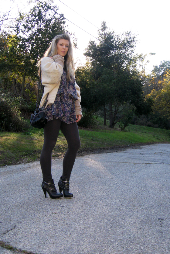 huge-cardigan-boots-with-chains-5