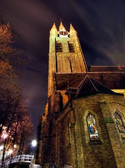 The Old Church of Delft (scrabble.) Tags: holland history church netherlands delft kerk oudekerk nachtfotografie zuidholland graven mausoleums piethein johannesvermeer theoldchurch maartentromp anthonyvanleeuwenhoek