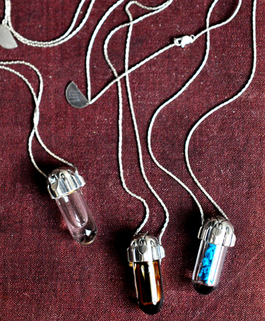unearthen-vial-necklace-0a