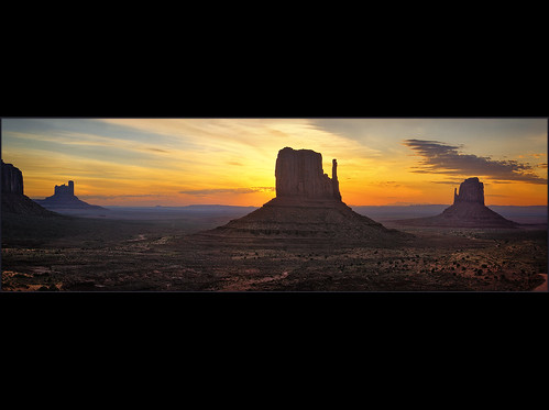 A New Day - Monument Valley Sunrise / Eric Hill