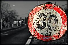 Andamento lento (glauco's & antonella's) Tags: strada ontheroad segnaletica segnale romagna limite divieto glaucos morciano careggiata allegrisinasceosidiventa