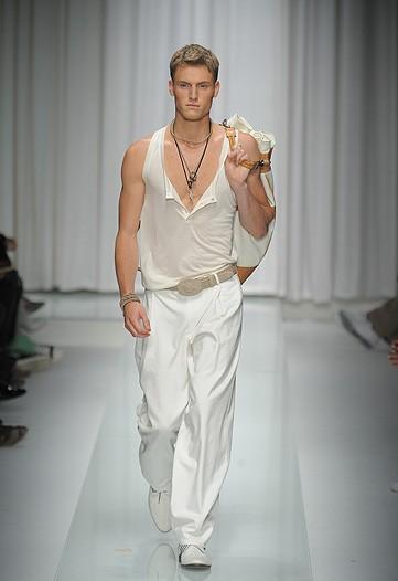 Matt Benstead3004_SS10_Milan_Versace(WWD)