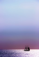 Desde (lo alto) del faro de Torredembarra... (Manu Arj) Tags: sea sky lighthouse silhouette del sailboat faro mar mediterranean mediterraneo cel silhouete lo catalonia cielo catalunya silueta ing alto matias far catalua direct tarragona desde velero torredembarra catalogne veler prats mediterrani colorphotoaward catalognia