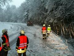 IMG_0007 (A_Kiesling) Tags: schnee winter bäume feuerwehr kettensäge hlf schneebruch bomig
