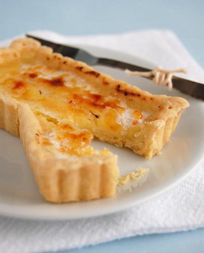 Tangy lemon tartlets with a burnt sugar crust / Tortinhas azedinhas de limão siciliano com casquinha de açúcar queimado