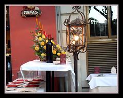 lampara y flores (mirimil) Tags: flores luz bar sevilla tapas lampara vela mesas azabache decoracion