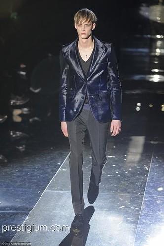 Benoni Loos3051_FW10_Milan_Gucci(prestigium com)