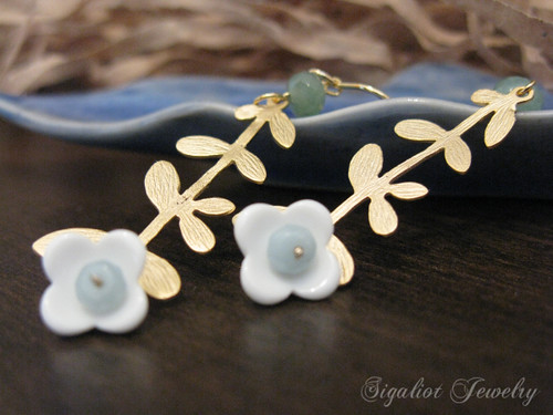 Branch Earrings with little milky Flower