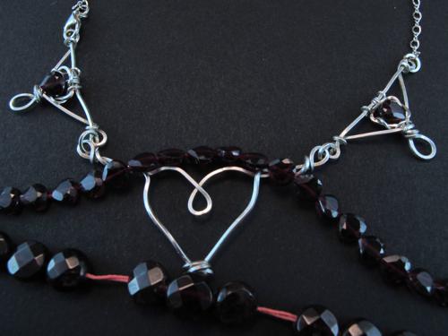 Garnet hearts (by Simbel_myne)
