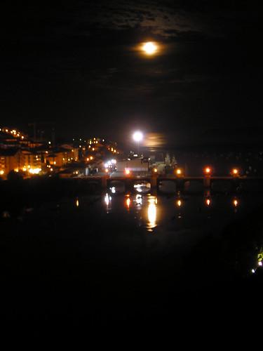 Luna en San Vicente de la Barquera 07/11/2006