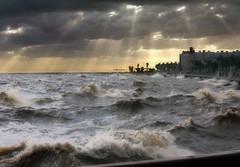 [フリー画像] [人工風景] [海の風景] [波の風景] [暗雲の風景] [太陽光線] [ルーマニア風景]     [フリー素材]