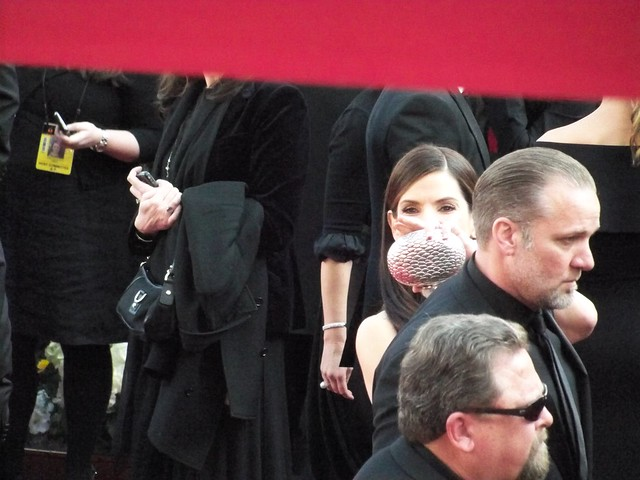 Yes, that's Sandra Bullock behind that bag by socalmom