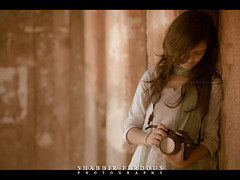 Dream with the other eye (Shabbir Ferdous) Tags: light portrait colors girl female colours photographer shot teen dhaka tone bangladesh bangladeshi manikganj canoneos5dmarkii canonef70200mm28lisusm shabbirferdous baliatipalace baliatijamidarbari wwwshabbirferdouscom shabbirferdouscom