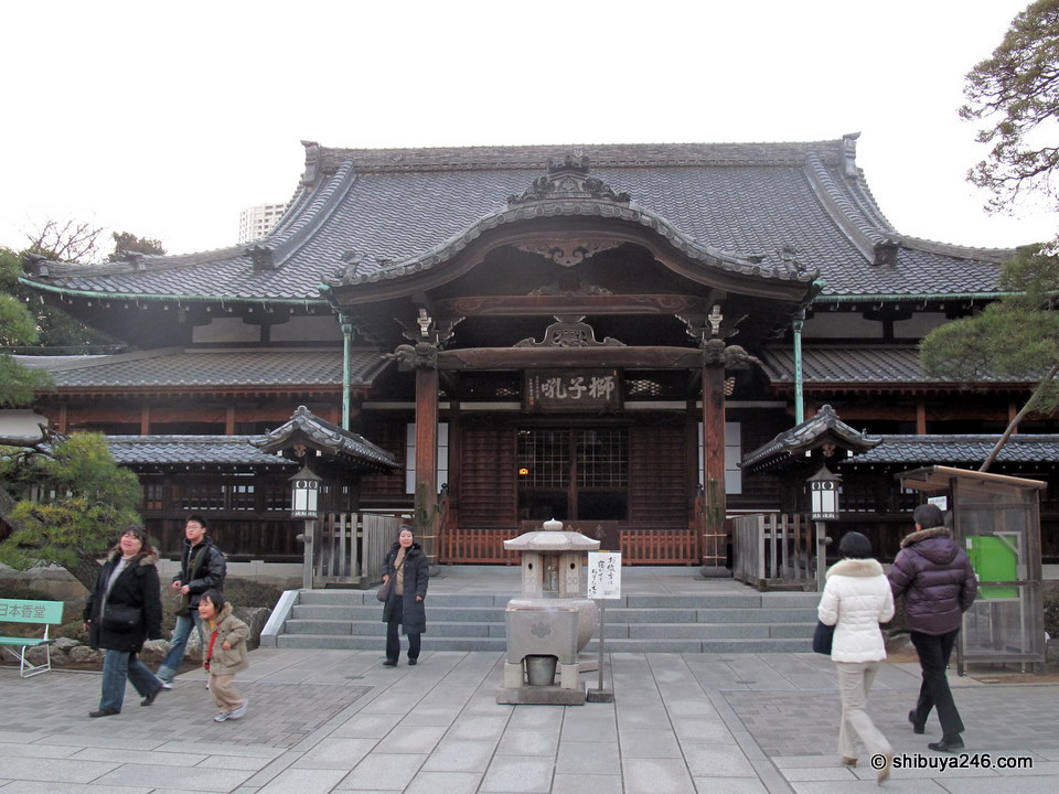 The main temple at Sengakuji