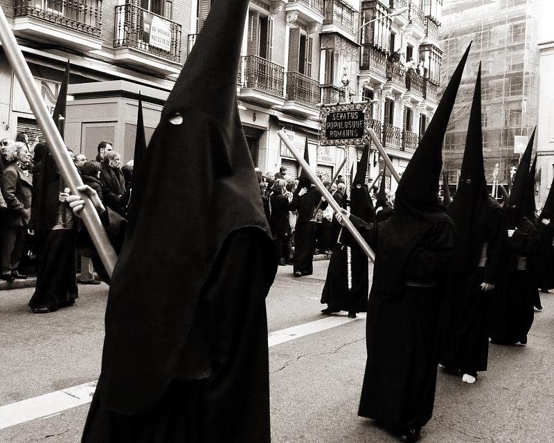 semana santa essay Holy week in seville (semana santa in sevilla) - detailed information about the processions, events, and celebrations for semana santa in seville.