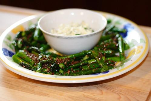 Asparagus with dip0001