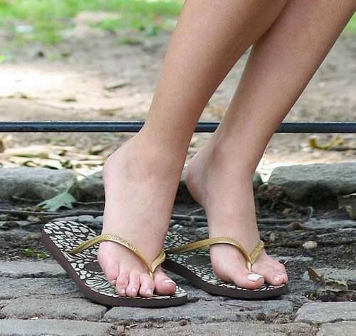 Blake Lively feet (16)