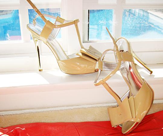 jessica simpson nude patent bow heels