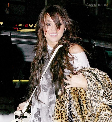 gallery_main-miley-cyrus-london-12092009-05